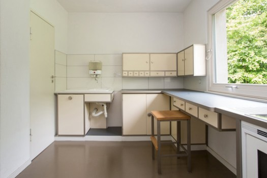 The innovative kitchen of the Haus am Horn as it appears today. In keeping with the trends of the time, the room's design prioritized efficiency in both function and layout. ImageCourtesy of Freundeskreis der Bauhaus-Universität Weimar e. V.