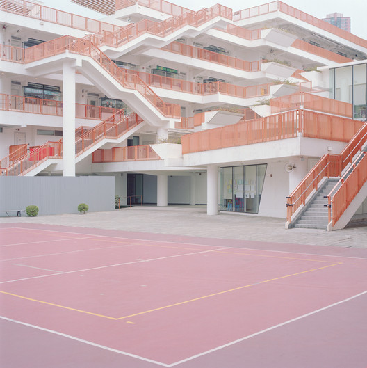 The Beauty of Everyday Life: Ward Robert's Courts – Free