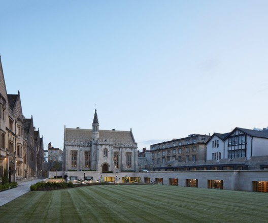 Magdalen College Library / Wright & Wright Architects © Dennis Gilbert