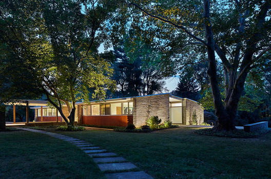 Vincent G. Kling Midcentury House: Exterior after renovation. Image © Jeffrey Totaro