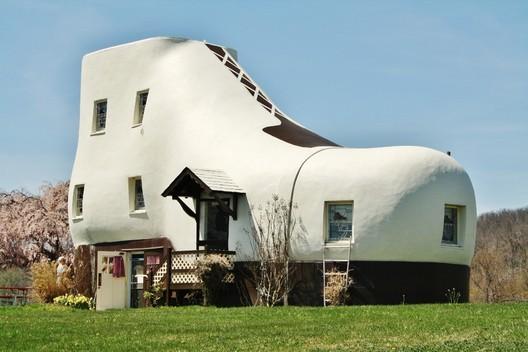 Image <a href='http://visitpadutchcountry.com/photos-haines-shoe-house-york-pa/'>via visitpadutchcountry.com</a>