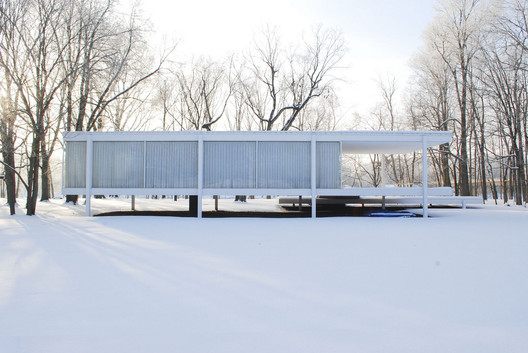 Farnsworth House. Image Courtesy of Flickr CC user Jonathan Rieke. (Licensed under CC BY-NC 2.0)