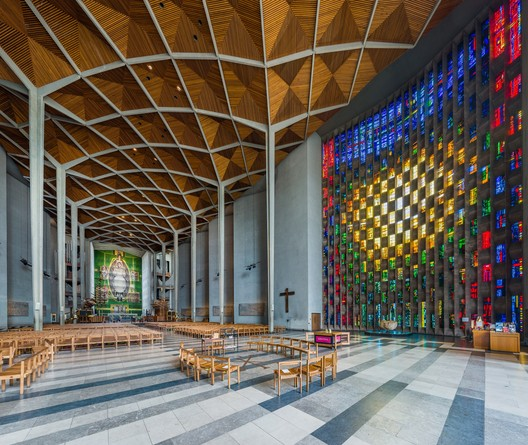 Coventry Cathedral interior. Photo: David Iliff. CC-BY-SA, 3.0. Image Courtesy of Getty Foundation