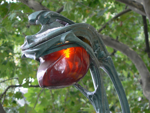 "A typical beacon light outside the entrance to a Paris Métro station. ImageVia <a href=""https://pixabay.com/"">Pixabay</a> licensed under <a href=""https://creativecommons.org/publicdomain/zero/1.0/deed.en"">CC0 1.0 (Public Domain)</a>"