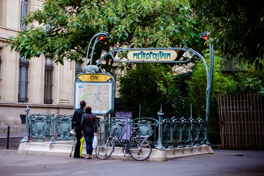 "A typical station entrance in the Paris Métro. ImageVia <a href=""https://pixabay.com/"">Pixabay</a> licensed under <a href=""https://creativecommons.org/publicdomain/zero/1.0/deed.en"">CC0 1.0 (Public Domain)</a>"