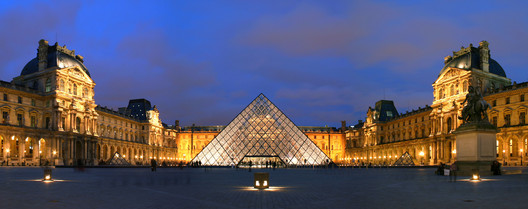 © <a href='https://commons.wikimedia.org/wiki/File:Louvre-Bannenhaff-mat-Pyramid--w.jpg'>Wikimedia user Benh</a> licensed under <a href='https://creativecommons.org/licenses/by-sa/3.0/deed.en'>CC BY-SA 3.0</a>