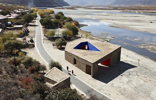 Centro de Visitantes Tibet Niyang River (2010). Image © ZAO/standardarchitecture