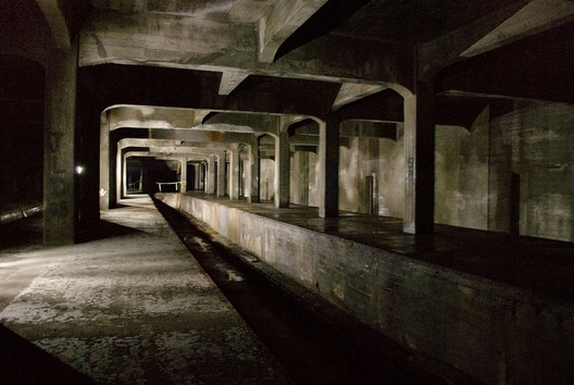 Race Street Station, part of Cincinnati's abandoned subway network. Image © <a href='https://commons.wikimedia.org/wiki/File:Cincinnati_Subway_-_Race_St._Station.jpg'>Wikimedia user Jonathan Warren</a> licensed under <a href='https://creativecommons.org/licenses/by-sa/3.0/deed.en'>CC BY-SA 3.0</a>