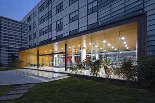 Chengdu International School; Chengdu, China / Perkins Eastman Architects. Image © Sarah Mechling/Perkins Eastman