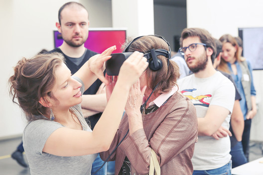 Demonstration at the EPFL ENAC Research Day 2017. Kynthia Chamilothori attaches a VR headset to a participant. Image © Alain Herzog / EPFL
