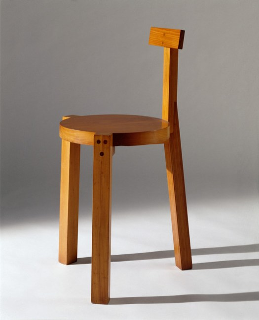 Cadeira Girafa_Lina Bo Bardi. Image © Nelson Kon