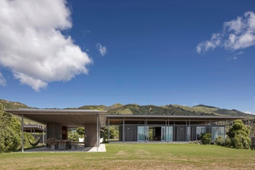 Villa Winner: Bach with Two Roofs; Golden Bay, New Zealand / Irving Smith Architects. Image Courtesy of World Architecture Festival