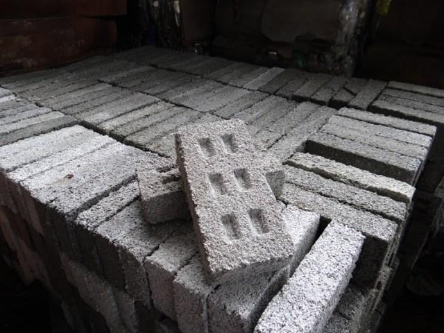 Tijolos de PET reciclado para a construção de habitações sociais na Argentina, Cortesía de Fundación Ecoinclusión