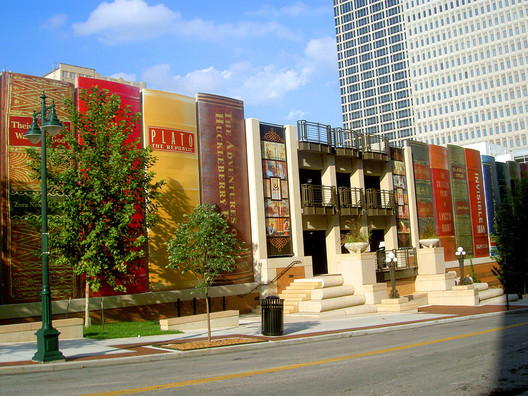 Kansas City Library. Image © <a href='https://www.flickr.com/photos/timsamoff/44726082'>Flickr user timsamoff</a> licensed under <a href='https://creativecommons.org/licenses/by-nd/2.0/'>CC BY-ND 2.0</a>