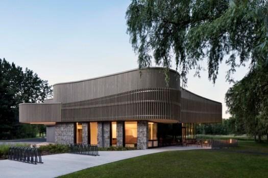 Discovery & Services Center (Îles-de-Boucherville National Park SÉPAQ, Québec) / Smith Vigeant Architectes Inc.. Image Courtesy of Wood Design & Building Awards