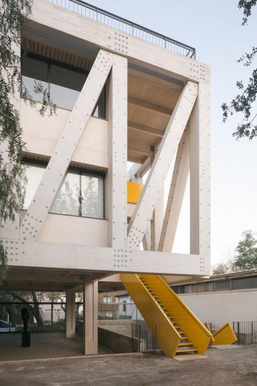 UC Architecture School Building (Santiago , Chile) / Gonzalo Claro. Image Courtesy of Wood Design & Building Awards