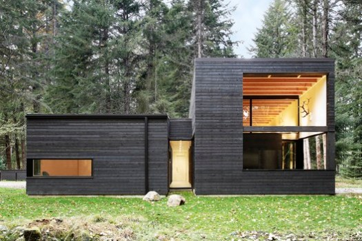 Courtyard House on a River (Greenwater, Washington) / Robert Hutchison Architecture. Image Courtesy of Wood Design & Building Awards