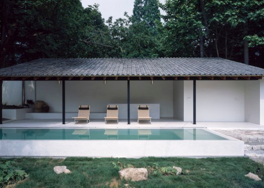 Roof Lounge Chair and the Pool. Image © Hao Chen