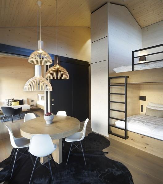 08_DAS_TEGERNSEE_Alpenchalets_(27) Alpine Chalets / landau+kindelbacher Architekten Innenarchitekten Architecture