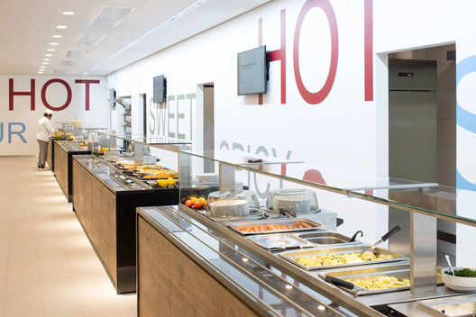 490_CH_11 Canteen for Rohde & Schwarz / landau+kindelbacher Architekten Innenarchitekten Architecture