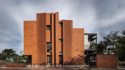 1 Corbel House / Kamat & Rozario Architecture Architecture