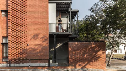 5 Corbel House / Kamat & Rozario Architecture Architecture