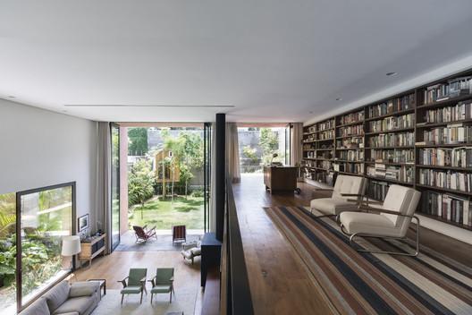 16 Pinheiros House / Felipe Hess Arquitetos Architecture