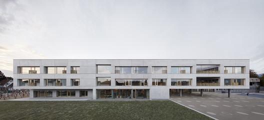 Schule_Schendlingen_Bregenz_1_%C2%A9_Foto_Adolf_Bereuter Schendlingen School / studio bär + Bernd Riegger + Querformat Architecture