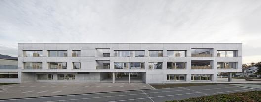 Schule_Schendlingen_Bregenz_3_%C2%A9_Foto_Adolf_Bereuter Schendlingen School / studio bär + Bernd Riegger + Querformat Architecture