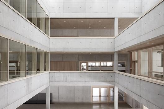 Schule_Schendlingen_Bregenz_5_%C2%A9_Foto_Adolf_Bereuter Schendlingen School / studio bär + Bernd Riegger + Querformat Architecture