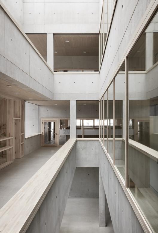 Schule_Schendlingen_Bregenz_9_%C2%A9_Foto_Adolf_Bereuter Schendlingen School / studio bär + Bernd Riegger + Querformat Architecture