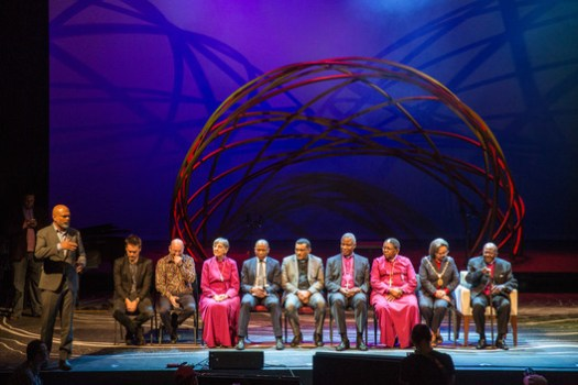 Pictured at far right: Archbishop Desmond Tutu at the 2017 Design Indaba Conference, where the design was first unveiled. Image Courtesy of Design Indaba
