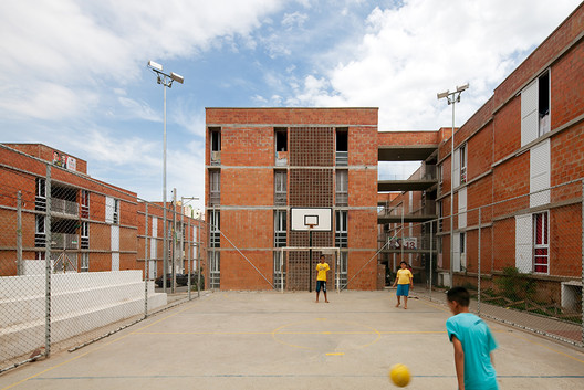 Urbanização do Jardim Vicentina / Vigliecca & Associados. Image © Leonardo Finotti