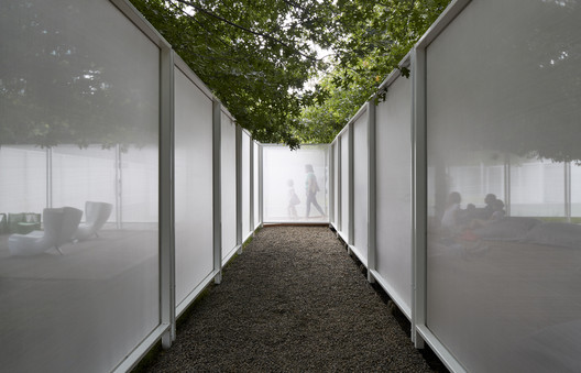 "Garden_Wall_Retallack_Thompson_Other_Architects_08 ""Anti-Pavilion"" Reframes National Sculpture Garden in Australia for NGV Triennal Architecture"