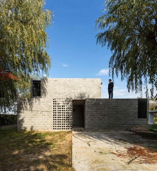 1 PRO.CRE.AR PERROUD House / AToT - Arquitectos Todo Terreno Architecture