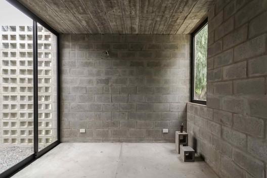 4 PRO.CRE.AR PERROUD House / AToT - Arquitectos Todo Terreno Architecture