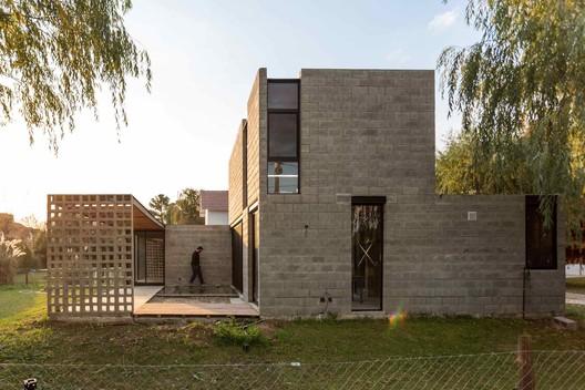 11 PRO.CRE.AR PERROUD House / AToT - Arquitectos Todo Terreno Architecture