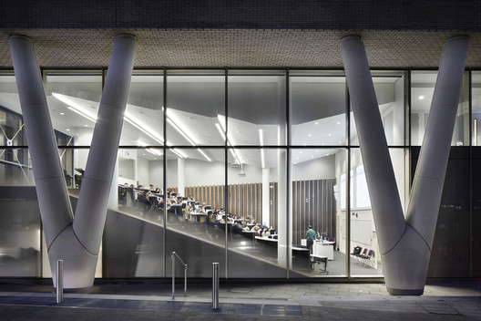 Graduate Centre, Queen Mary, University of London / Wilkinson Eyre. Image © Jack Hobhouse