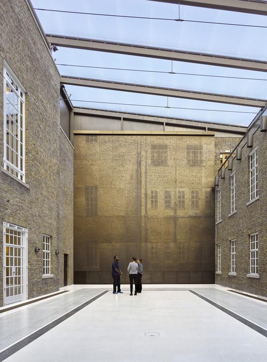 Hackney Town Hall / Hawkins\Brown. Image © Siobhan Doran