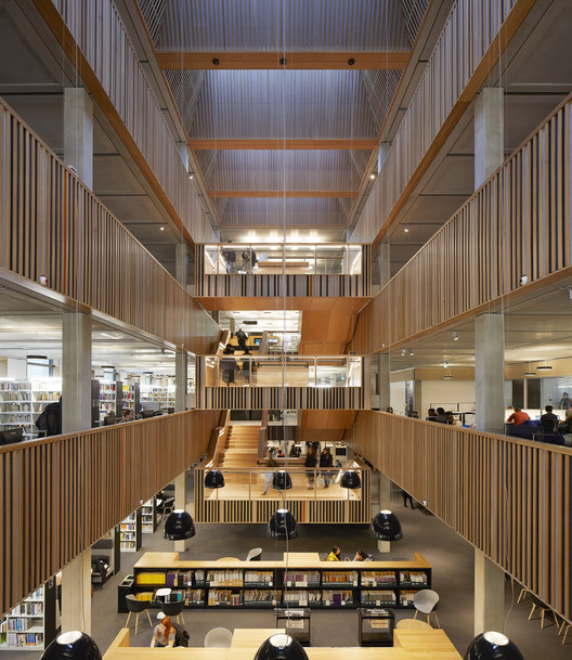 University of Roehampton Library / Feilden Clegg Bradley Studios. Image © Hufton + Crow