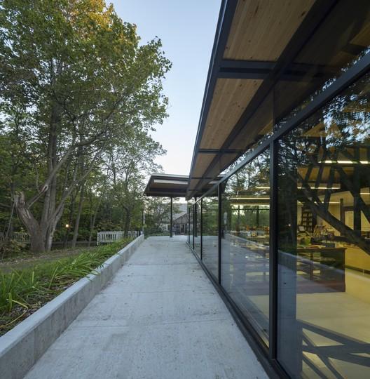 42322-main_2263-2_42322_sc_v2com Visitor Center for Seigneurie-des-Aulnaies / Anne Carrier architecture Architecture