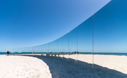 04_-_The_Desert_Island_-_Gj%C3%B8de___Partnere_Arkitekter_-_(c)_Richard_Watson On Cottesloe Beach, Gjøde & Partnere Arkitekter Create a Floating Desert Island for Sculpture By The Sea Architecture