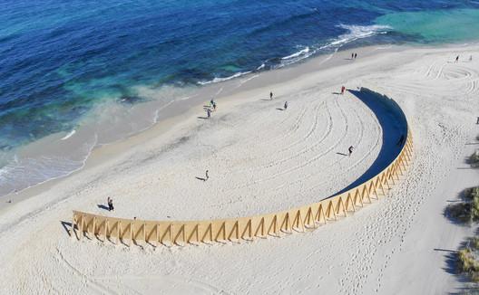 01_-_The_Desert_Island_-_Gj%C3%B8de___Partnere_Arkitekter_-_(c)_Richard_Watson On Cottesloe Beach, Gjøde & Partnere Arkitekter Create a Floating Desert Island for Sculpture By The Sea Architecture
