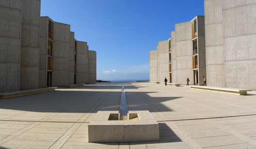 The Salk Institute. Image© <a href='https://www.flickr.com/photos/dreamsjung/3040455466'>Flickr user Jason Taellius</a> licensed under <a href='https://creativecommons.org/licenses/by-sa/2.0/'>CC BY SA-2.0</a>