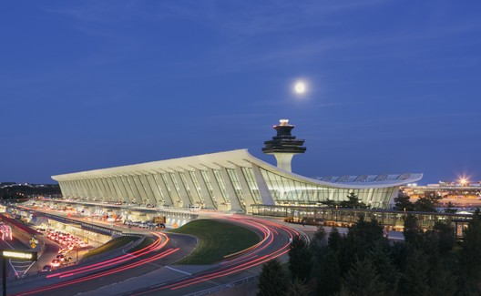 Washington Dulles Internation Airport - Automated People Mover Station. Image Courtesy of SOM / © Jeff Goldberg | Esto