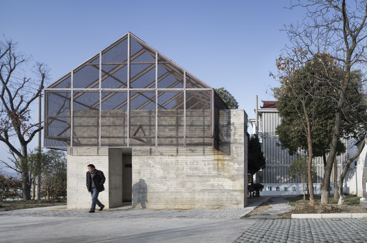 Shifted Roof and Intersected Volume. Image © Bowen Hou
