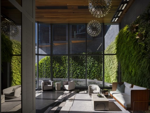 727.032 Anaha / Solomon Cordwell Buenz Architecture