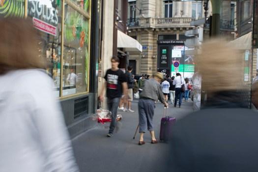 An elderly man at Ópera, one of the busiest intersections in Paris. Image © Keshia Badalge