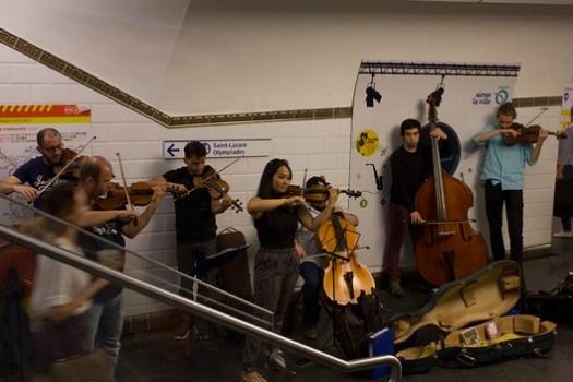 A music performance in the Paris metro station. Image © Keshia Badalge