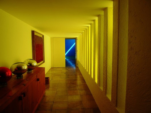casa_Gilardi_Usuario_de_Flickr_pov_steve._Used_under_Creative_Commons The Role of Color in Architecture: Visual Effects and Psychological Stimuli Architecture